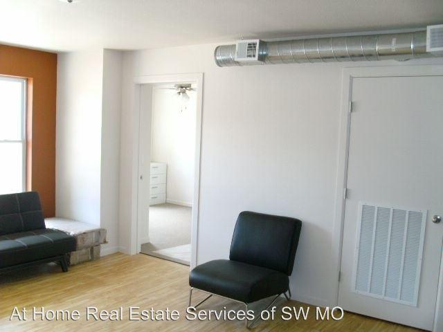 Studio 1 Bathroom Apartment for rent at 450 E. Walnut in Springfield, MO