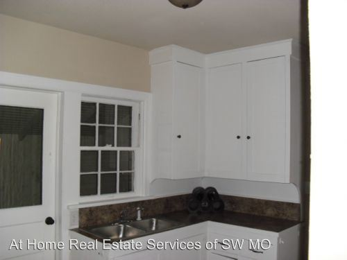 2 Bedrooms 1 Bathroom Apartment for rent at 433 E Bear Boulevard in Springfield, MO