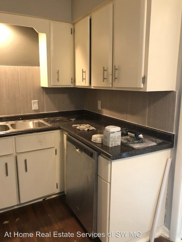 2 Bedrooms 1 Bathroom Apartment for rent at 1335-1349.5 E Elm in Springfield, MO