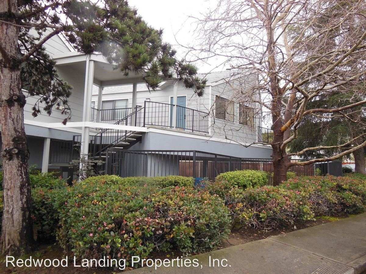 1 Bedroom 1 Bathroom Apartment for rent at 400 Laurel Street in San Carlos, CA