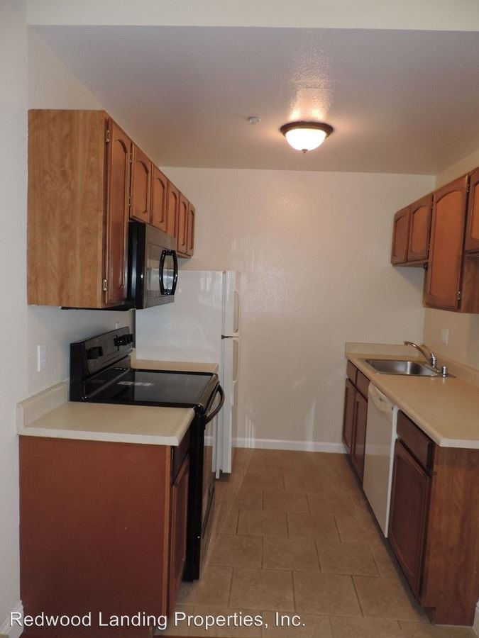 2 Bedrooms 1 Bathroom Apartment for rent at 400 Laurel Street in San Carlos, CA