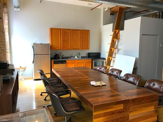 Studio 1 Bathroom Apartment for rent at 845 W Fulton Market in Chicago, IL