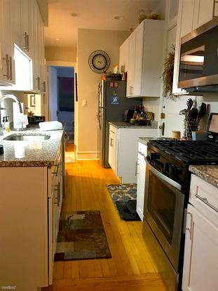 2 Bedrooms 1 Bathroom Apartment for rent at 543 W Fullerton Pkwy in Chicago, IL