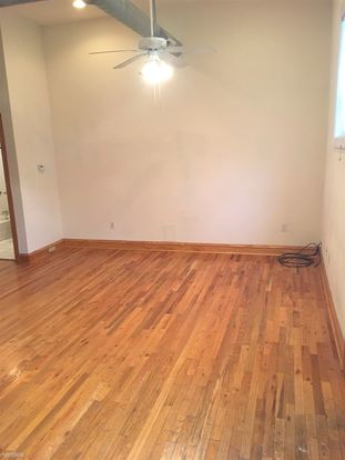 1 Bedroom 1 Bathroom Apartment for rent at 1501 W Henderson St in Chicago, IL