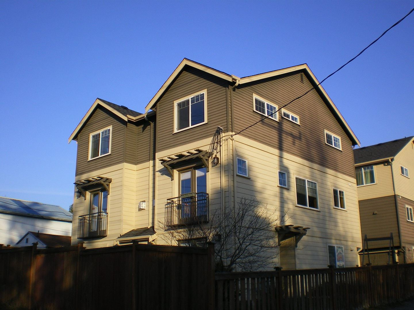 Similar Apartment at 2408 Sw Edmunds St