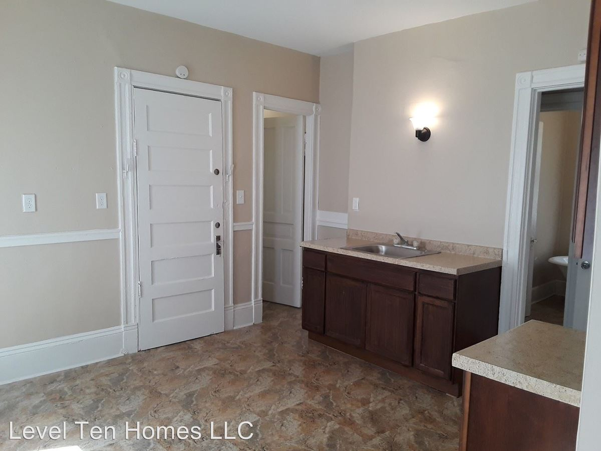 3 Bedrooms 1 Bathroom Apartment for rent at 2159-2161 N 39th St in Milwaukee, WI