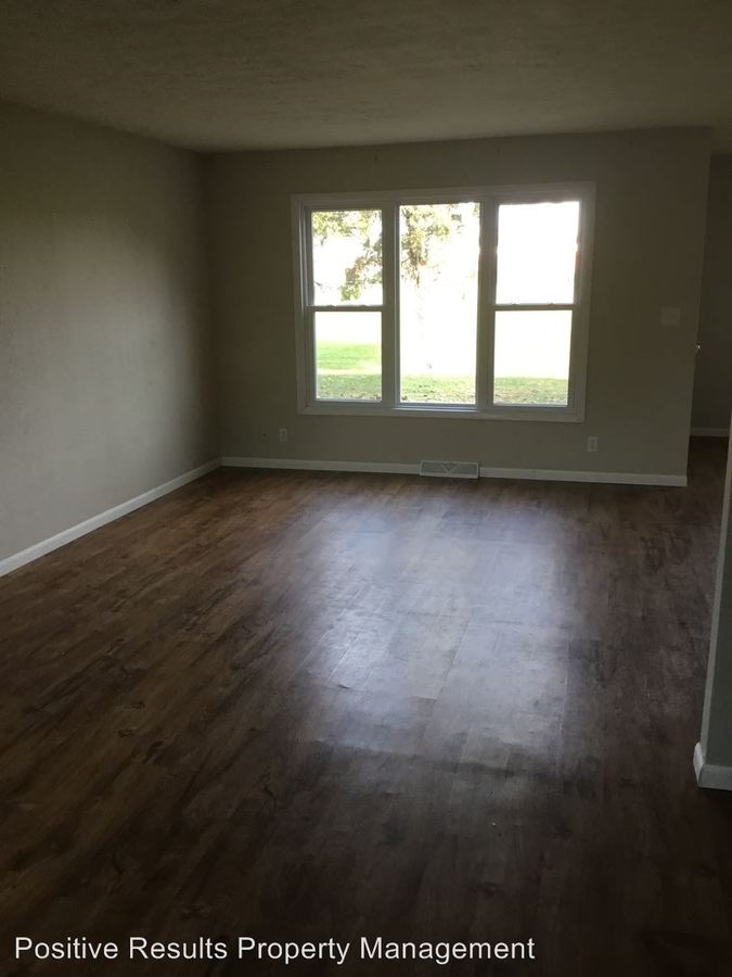 3 Bedrooms 1 Bathroom Apartment for rent at 2108 Croydon Ave in Loves Park, IL