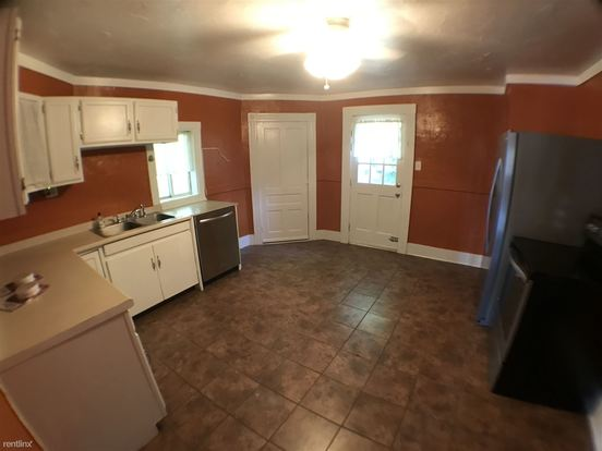 4 Bedrooms 1 Bathroom Apartment for rent at 353 Grace St in Mount Washington, PA