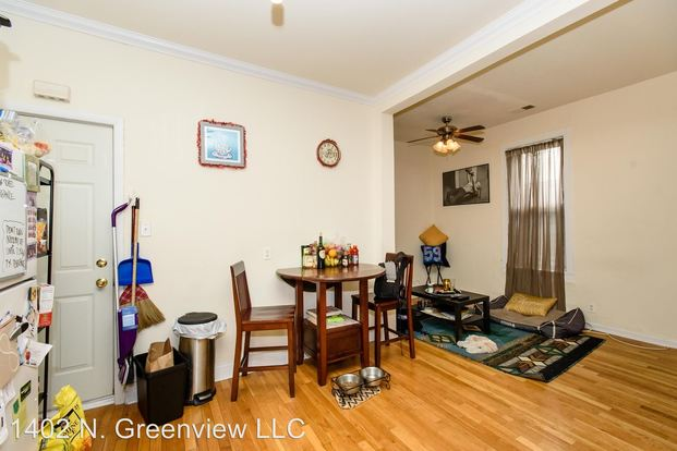 2 Bedrooms 2 Bathrooms Apartment for rent at 1402 N. Greenview Ave. in Chicago, IL