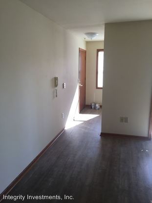 2 Bedrooms 2 Bathrooms Apartment for rent at N25 W24011 River Park Drive in Pewaukee, WI