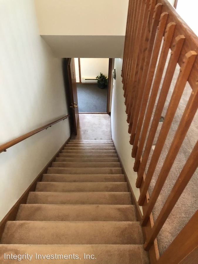2 Bedrooms 1 Bathroom Apartment for rent at N25 W24011 River Park Drive in Pewaukee, WI