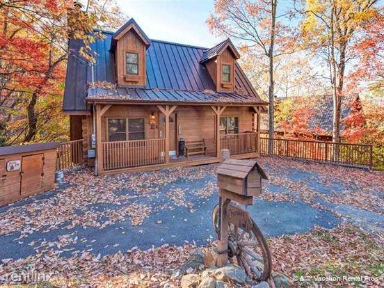 1 Bedroom 2 Bathrooms House for rent at 2307 Smoky Mountain Court in Gatlinburg, TN