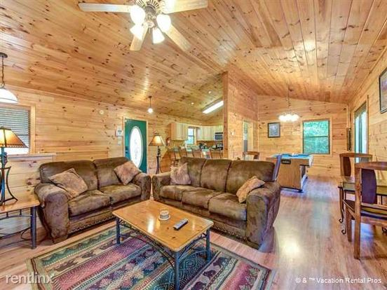 2 Bedrooms 2 Bathrooms House for rent at 344 Hilltop Road in Gatlinburg, TN