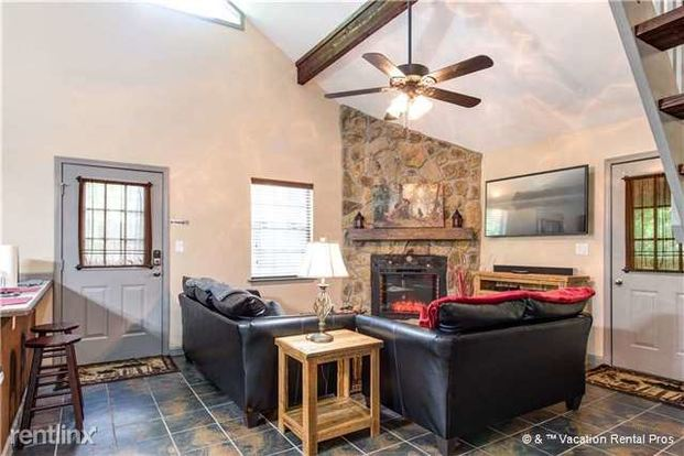 2 Bedrooms 1 Bathroom House for rent at 2255 Lones Branch Lane in Sevierville, TN