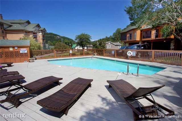 3 Bedrooms 3 Bathrooms House for rent at 403 Baskins Creek Road Unit 504 in Gatlinburg, TN