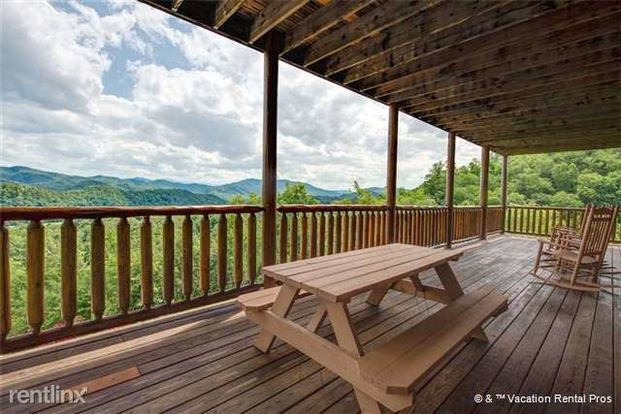4 Bedrooms 4+ Bathrooms House for rent at 2044 Crown Point Lane in Sevierville, TN