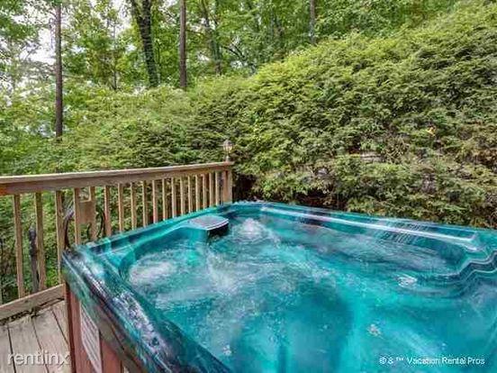 1 Bedroom 1 Bathroom House for rent at 1157 Ogle Hills Road in Gatlinburg, TN