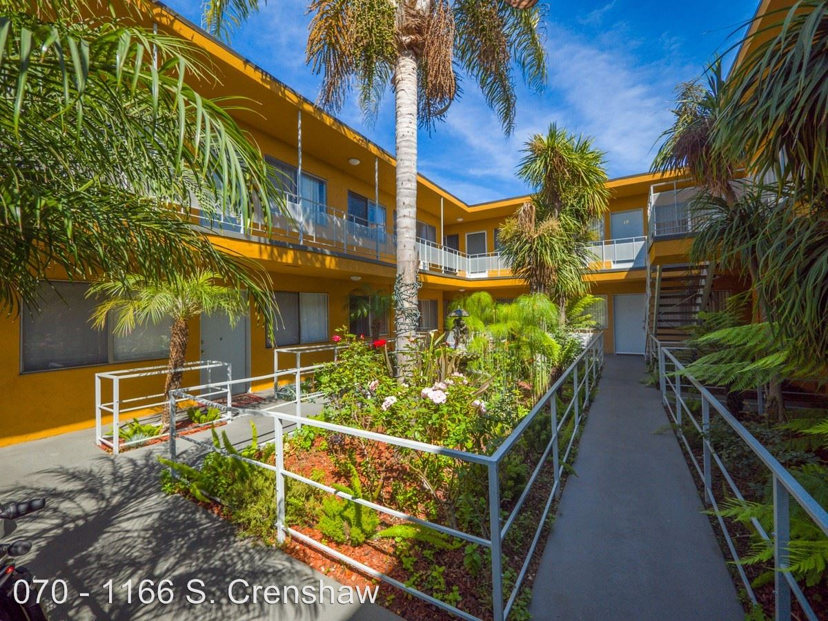 2 Bedrooms 1 Bathroom Apartment for rent at 1166 S. Crenshaw Blvd. in Los Angeles, CA