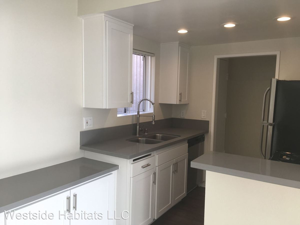2 Bedrooms 2 Bathrooms Apartment for rent at 110 S. Sweetzer Ave in Los Angeles, CA