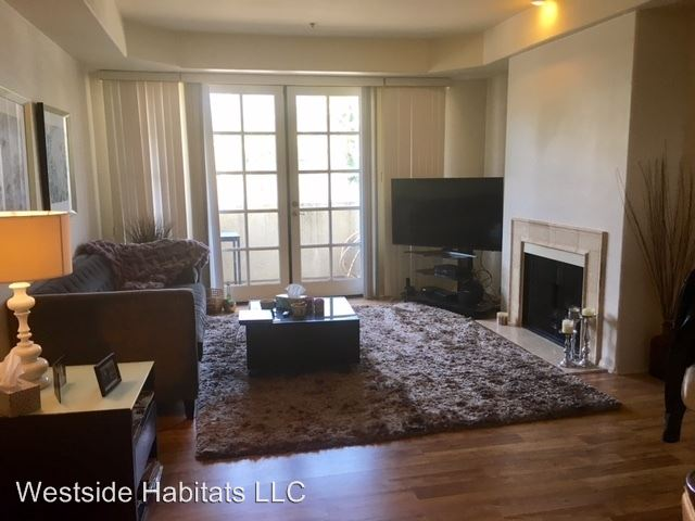 1 Bedroom 1 Bathroom Apartment for rent at 114 N. Doheny Drive in Los Angeles, CA