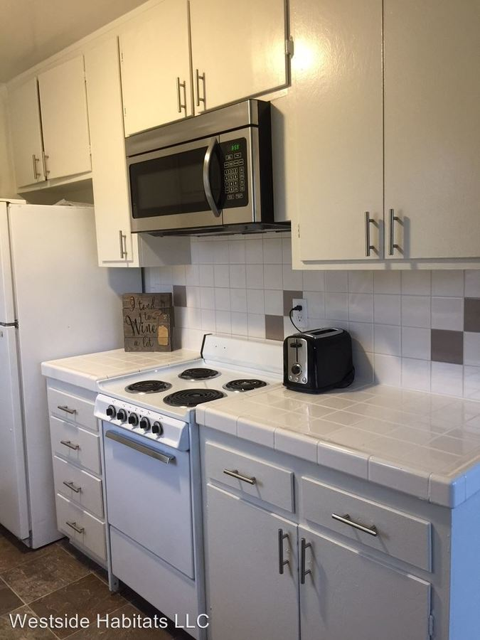 3 Bedrooms 2 Bathrooms Apartment for rent at 18411 Vincennes St in Northridge, CA