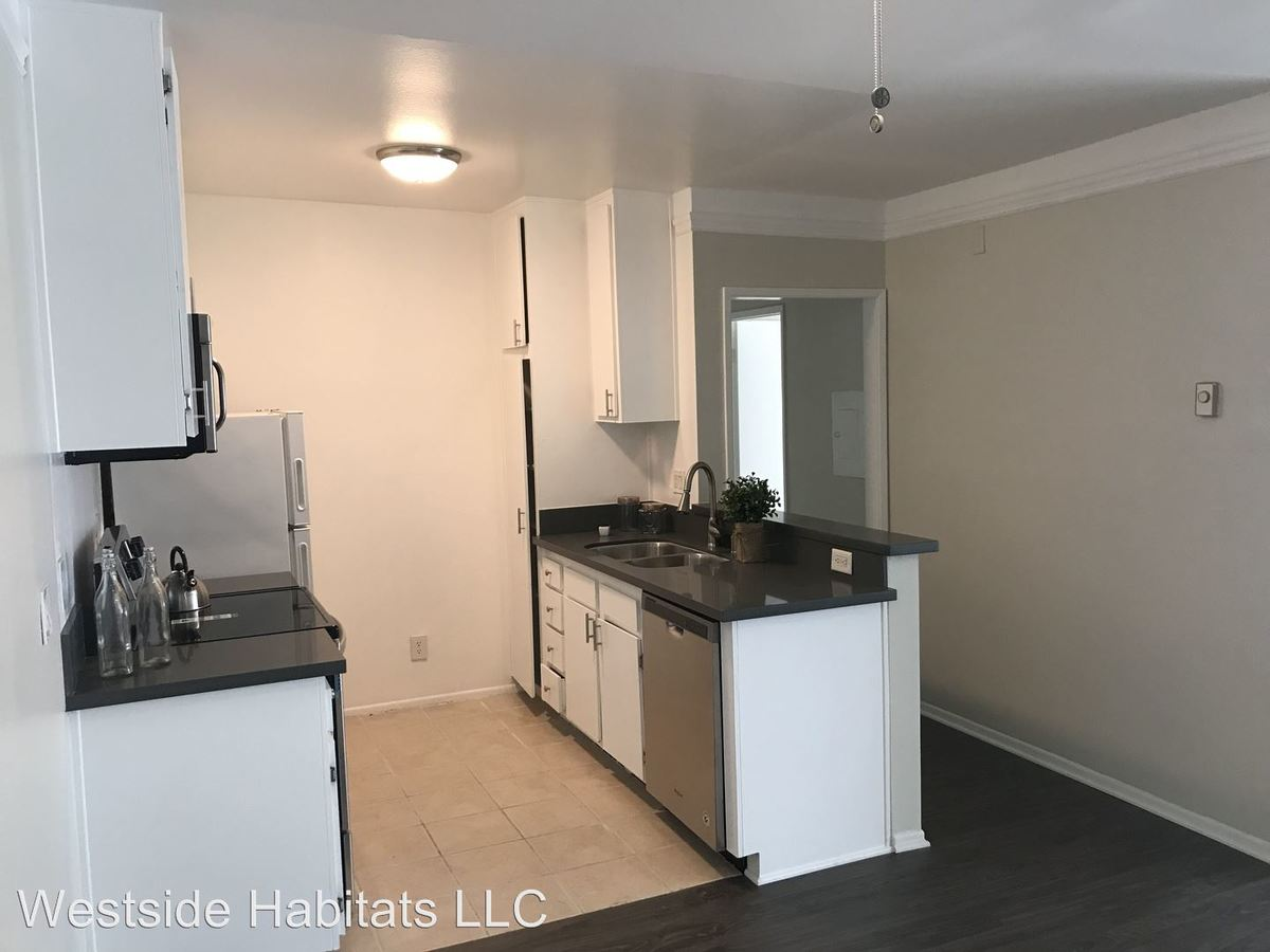 2 Bedrooms 1 Bathroom Apartment for rent at 4444 Ensign Avenue in West Toluca Lake, CA