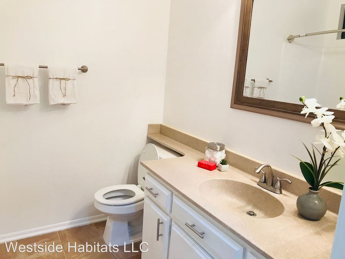 2 Bedrooms 2 Bathrooms Apartment for rent at 701 N Hollywood Way in Burbank, CA