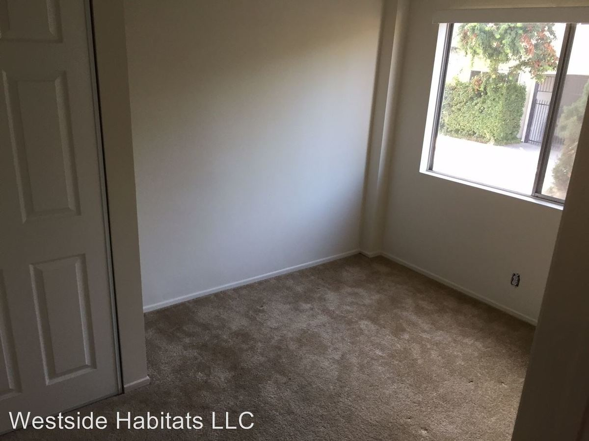 2 Bedrooms 1 Bathroom Apartment for rent at 4950 Coldwater Canyon in Sherman Oaks, CA