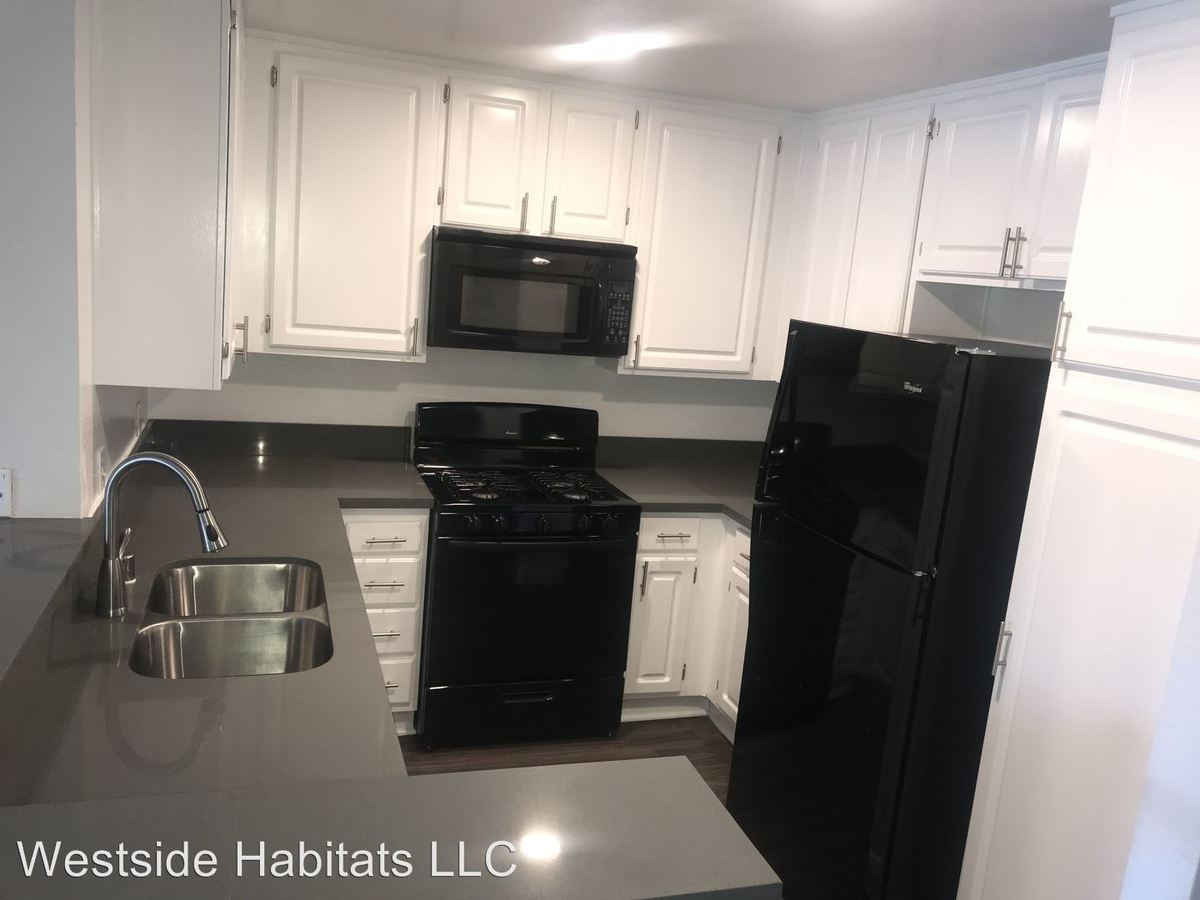 2 Bedrooms 2 Bathrooms Apartment for rent at 14056 Valleyheart in Sherman Oaks, CA