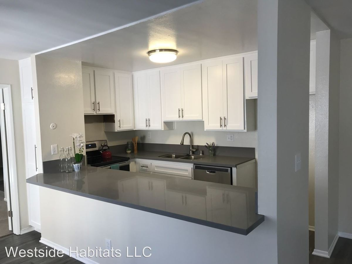 1 Bedroom 1 Bathroom Apartment for rent at 2039 N Las Palmas Ave in Los Angeles, CA
