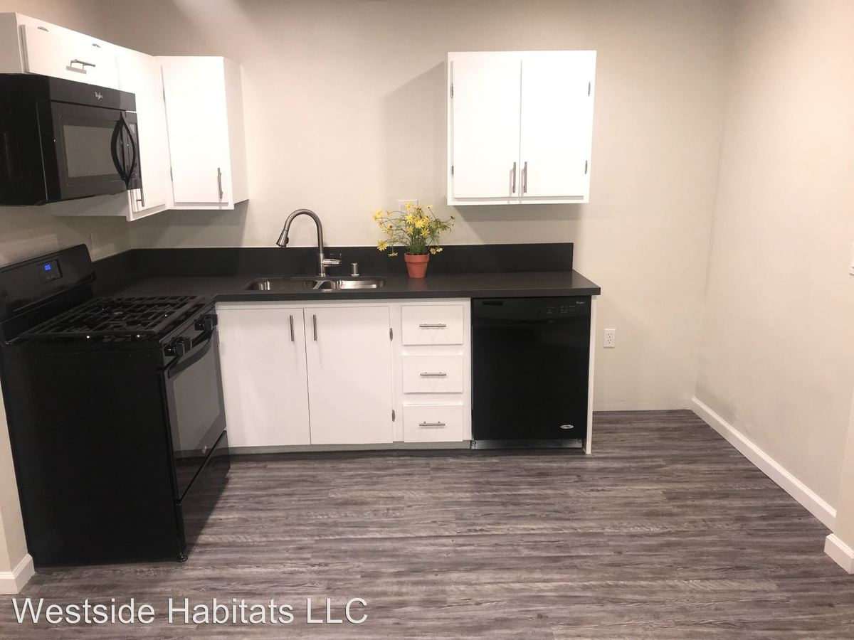 1 Bedroom 1 Bathroom Apartment for rent at 14056 Valleyheart in Sherman Oaks, CA