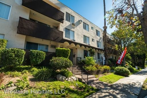 1 Bedroom 1 Bathroom Apartment for rent at 4950 Coldwater Canyon in Sherman Oaks, CA