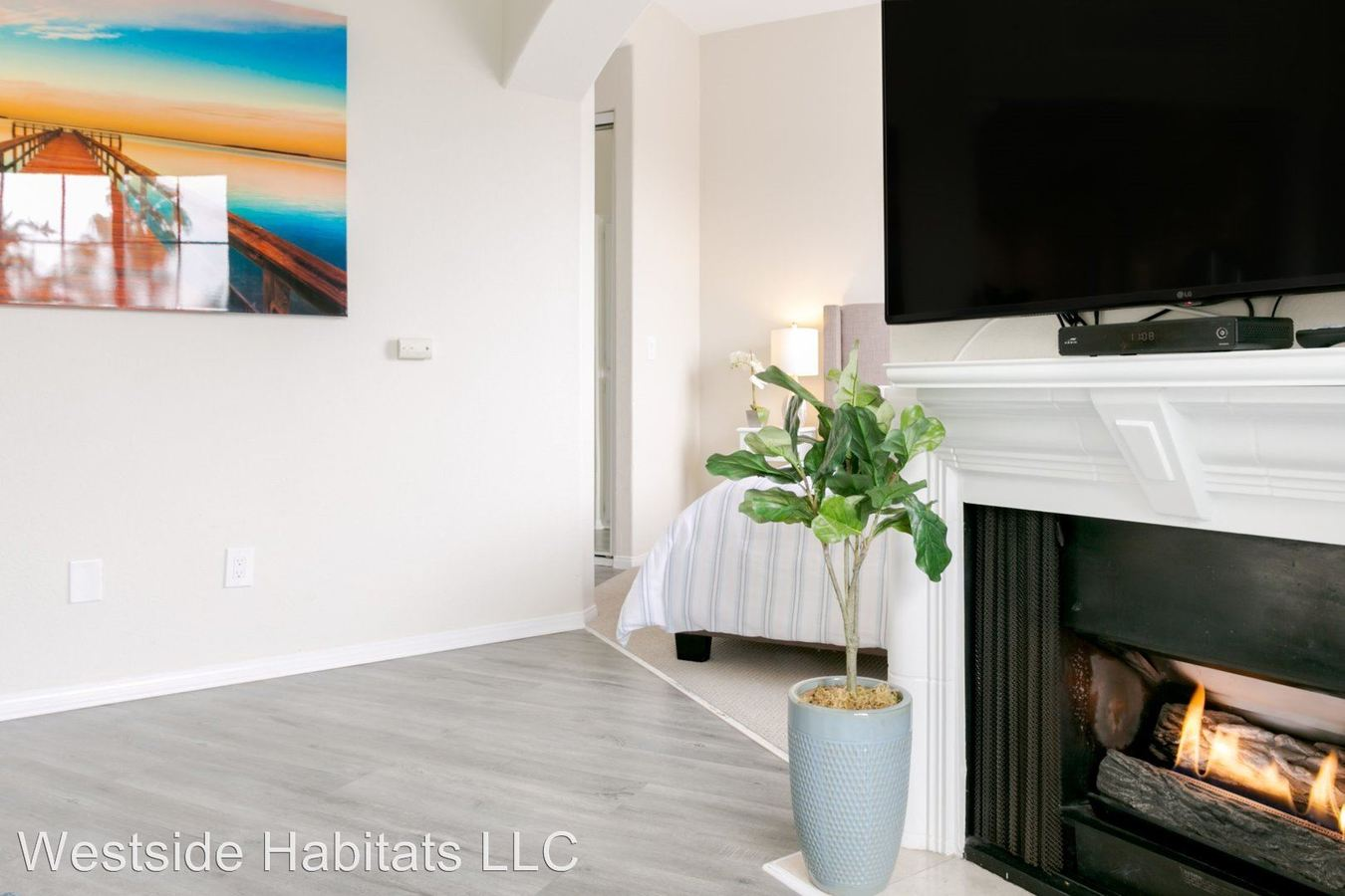 Studio 1 Bathroom Apartment for rent at 114 N. Doheny Drive in Los Angeles, CA