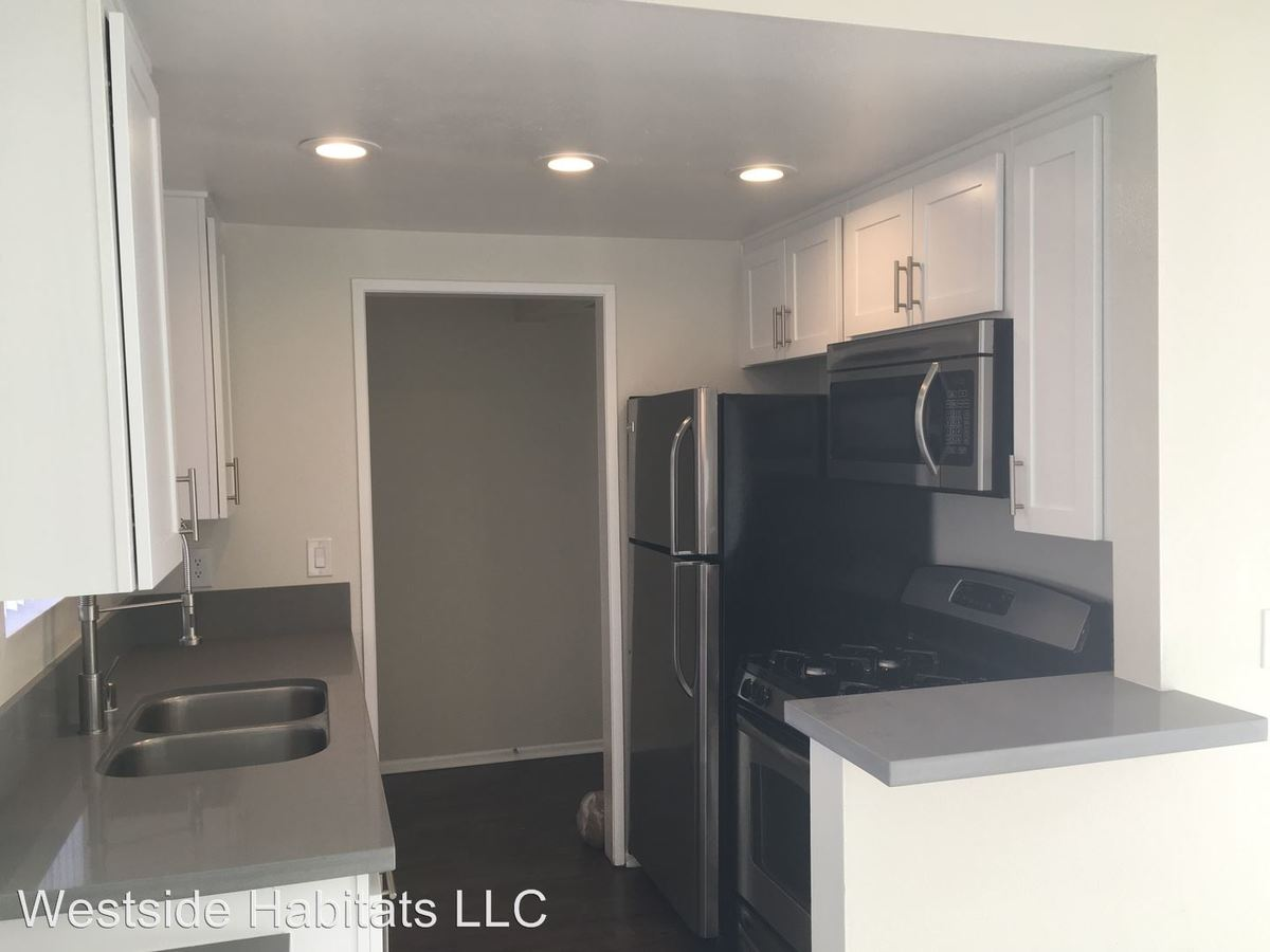 Studio 2 Bathrooms Apartment for rent at 110 S. Sweetzer Ave in Los Angeles, CA