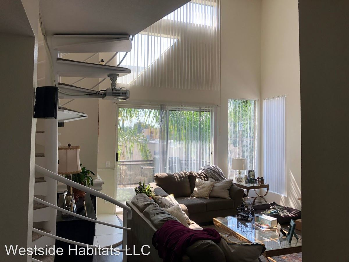 3 Bedrooms 2 Bathrooms Apartment for rent at 4532 Murietta Ave in Sherman Oaks, CA