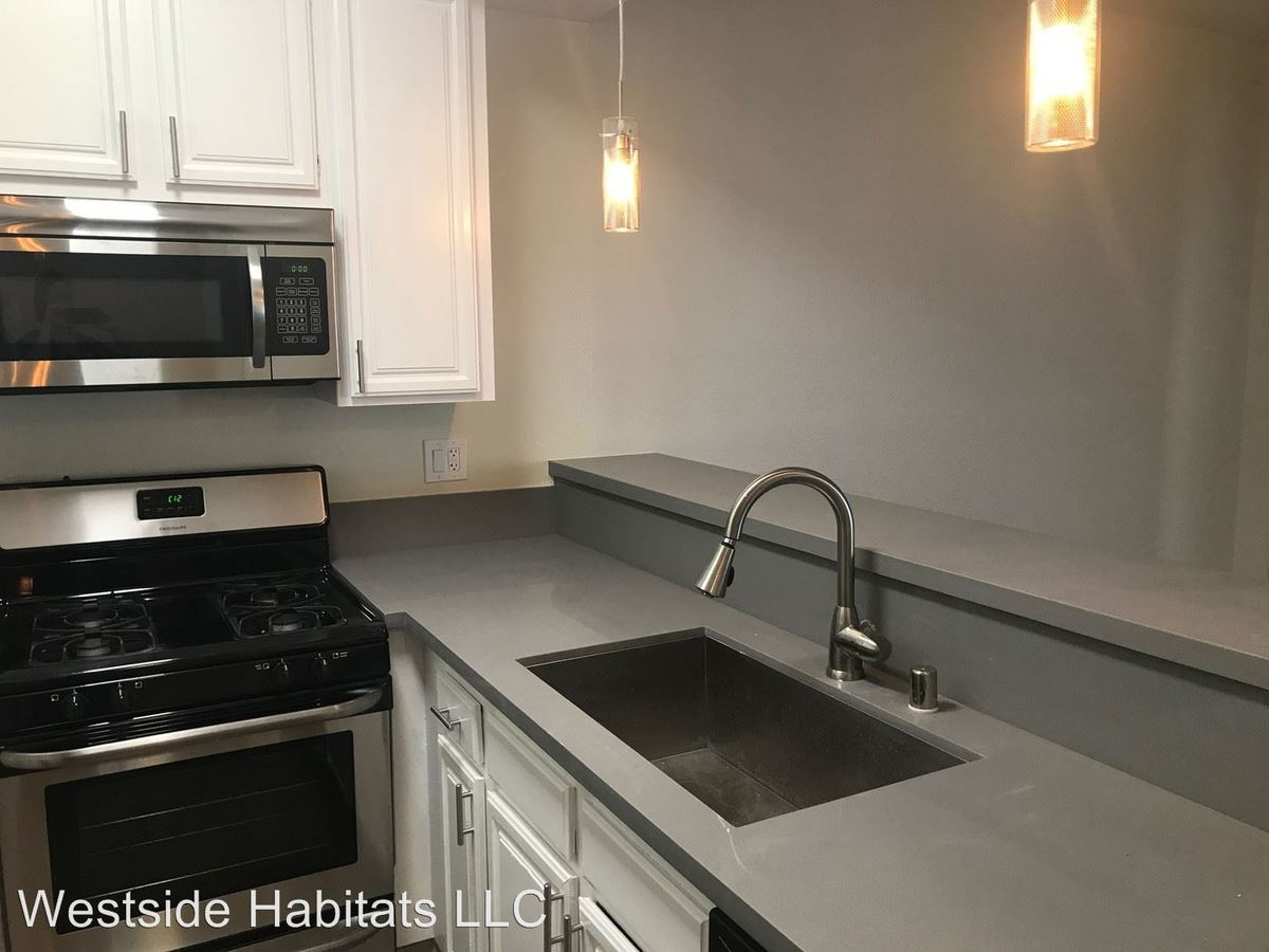 3 Bedrooms 3 Bathrooms Apartment for rent at 711 N. Sweetzer Ave in Los Angeles, CA