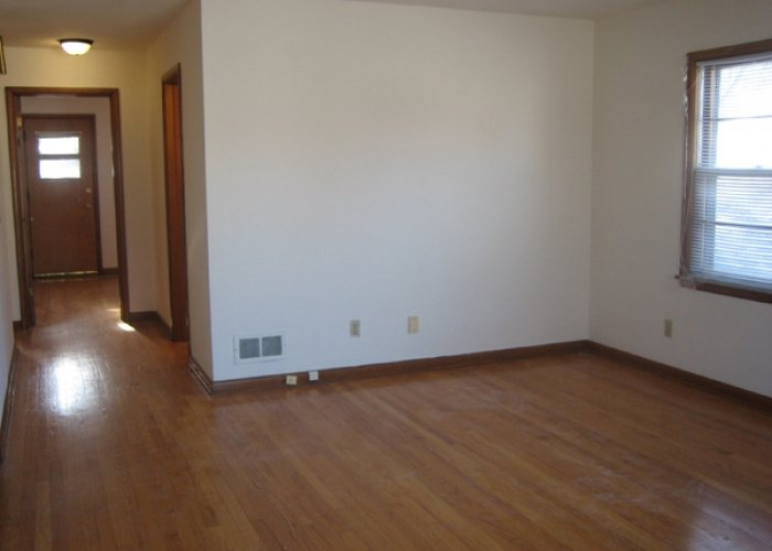 2 Bedrooms 1 Bathroom Apartment for rent at 2673-2675 Hoard St in Madison, WI