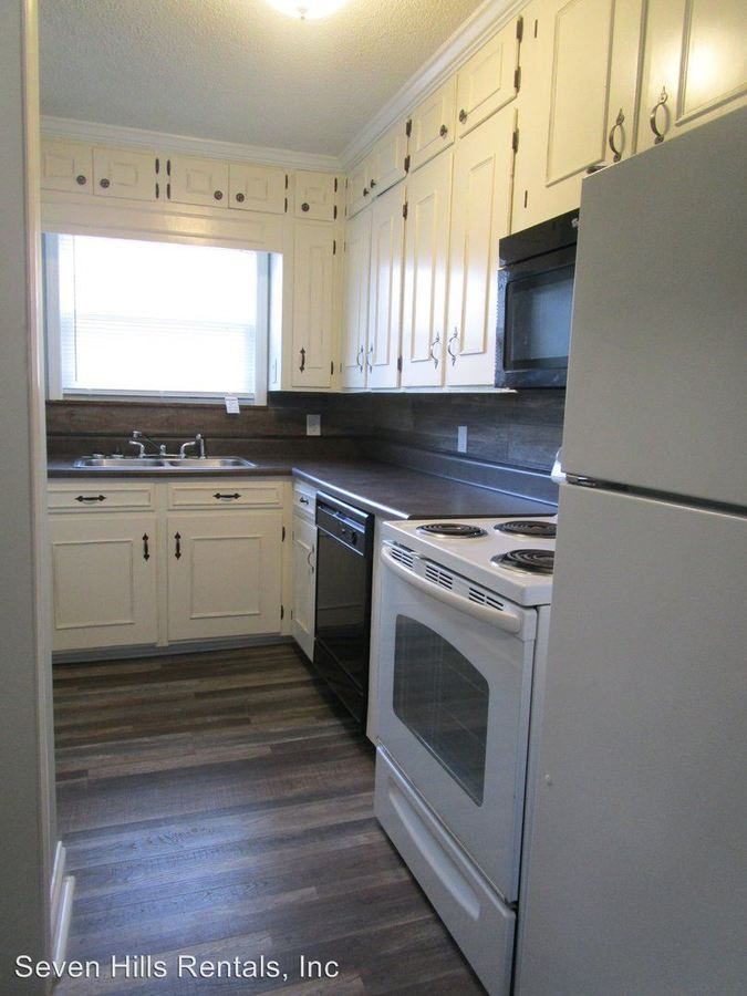 2 Bedrooms 1 Bathroom Apartment for rent at 4 - 22 Church Street in Cave Springs, GA