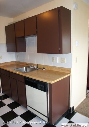 1 Bedroom 1 Bathroom Apartment for rent at 16124 Se Alder Units 01a - 41c in Portland, OR