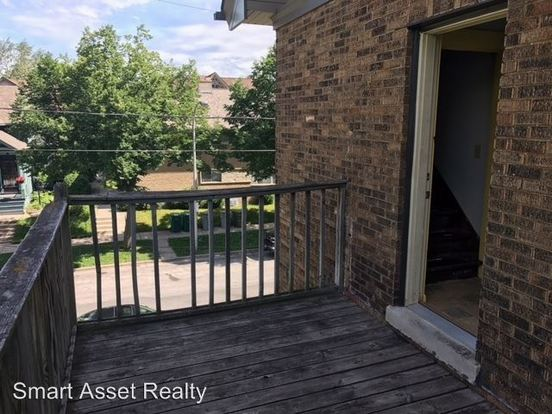 5 Bedrooms 2 Bathrooms Apartment for rent at 1647 N Astor in Milwaukee, WI