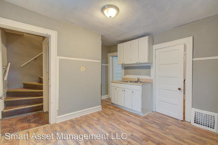 3 Bedrooms 1 Bathroom Apartment for rent at 767 W Windlake Ave in Milwaukee, WI