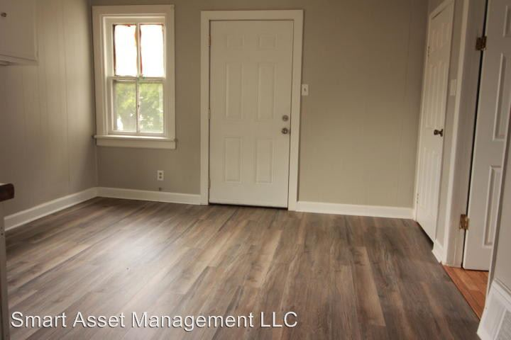 3 Bedrooms 1 Bathroom Apartment for rent at 1589 S Muskego Ave in Milwaukee, WI