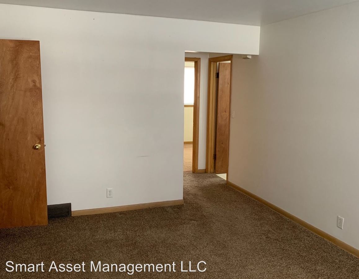 2 Bedrooms 1 Bathroom Apartment for rent at 3339 S 60th St in Milwaukee, WI