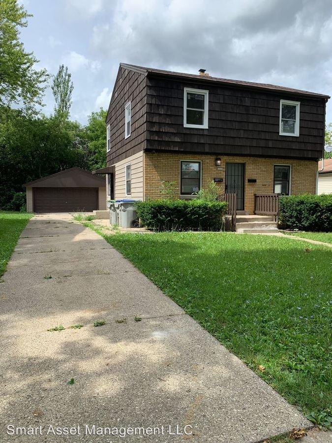 2 Bedrooms 1 Bathroom Apartment for rent at 4541 N 46th St in Milwaukee, WI