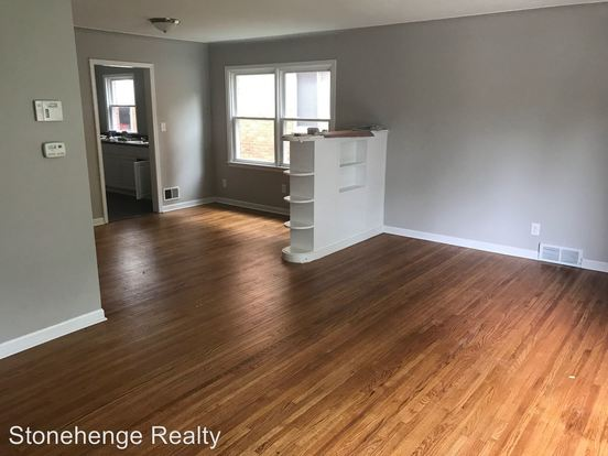 2 Bedrooms 1 Bathroom Apartment for rent at 3015 Algonquin Pkwy in Toledo, OH