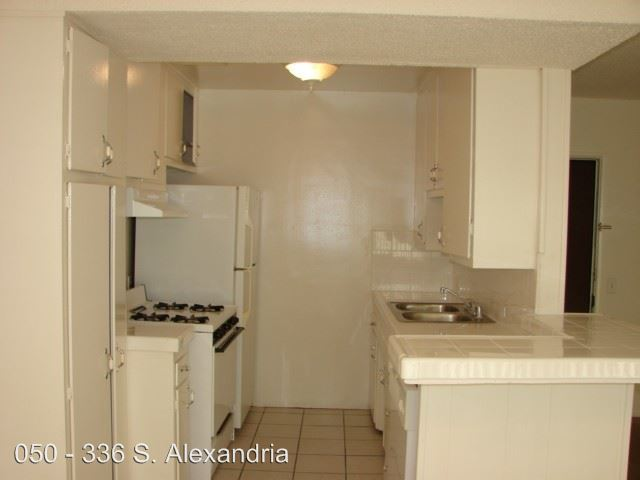 2 Bedrooms 1 Bathroom Apartment for rent at 336 S.alexandria Ave. in Los Angeles, CA