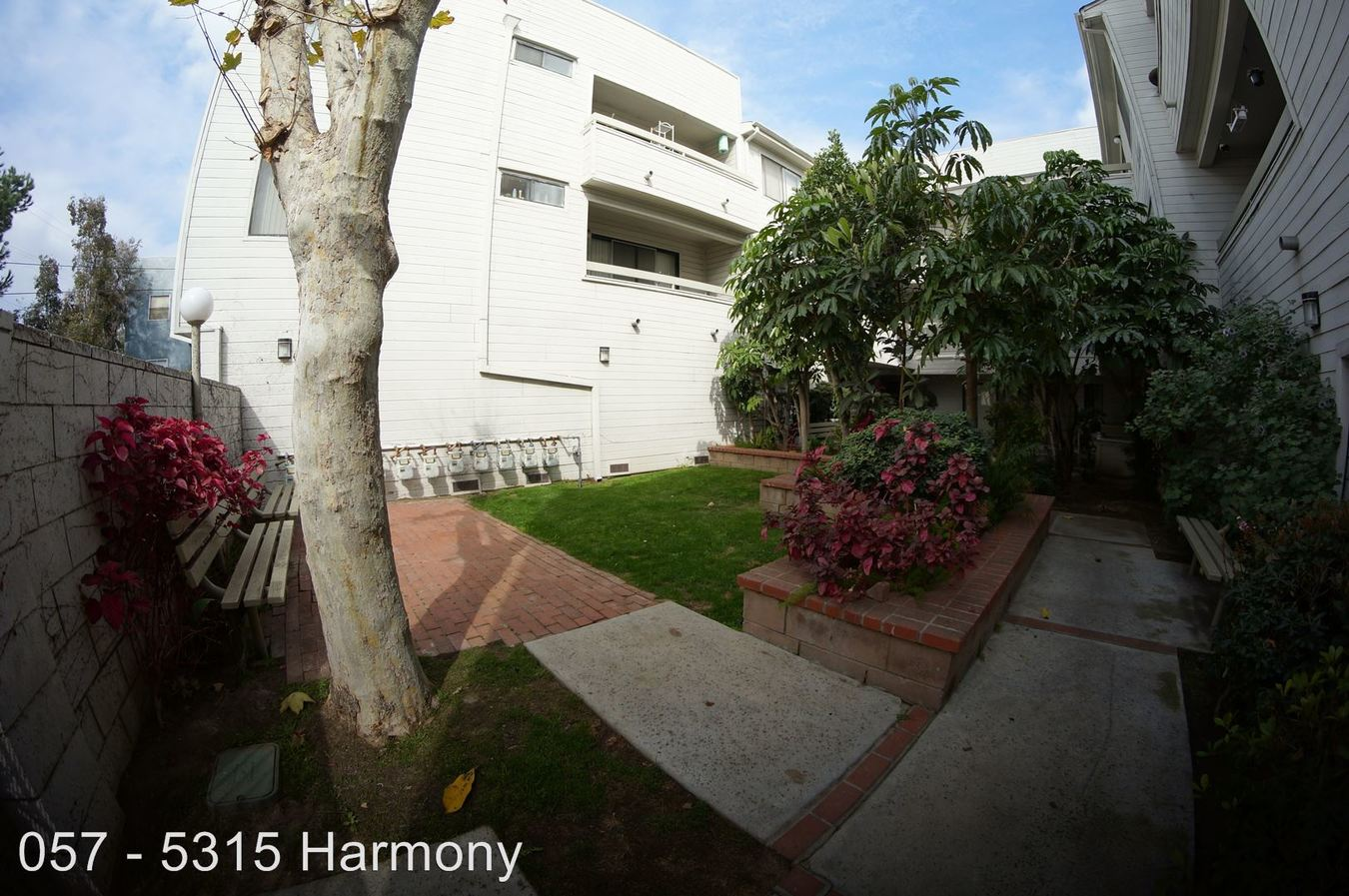 2 Bedrooms 1 Bathroom Apartment for rent at 5315 Harmony Ave. in North Hollywood, CA