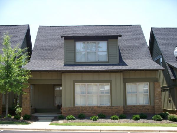 4 Bedrooms 3 Bathrooms Apartment for rent at 650 Dekalb Street in Auburn, AL