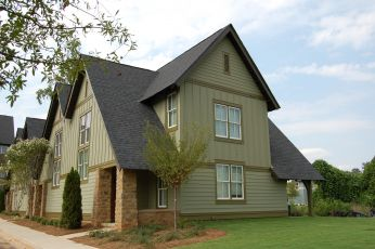 3 Bedrooms 3 Bathrooms Apartment for rent at 650 Dekalb Street in Auburn, AL