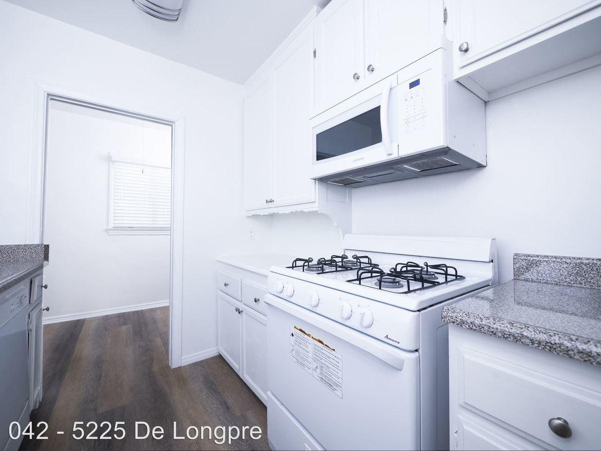 2 Bedrooms 1 Bathroom Apartment for rent at 5225 Delongpre Ave. in Hollywood, CA